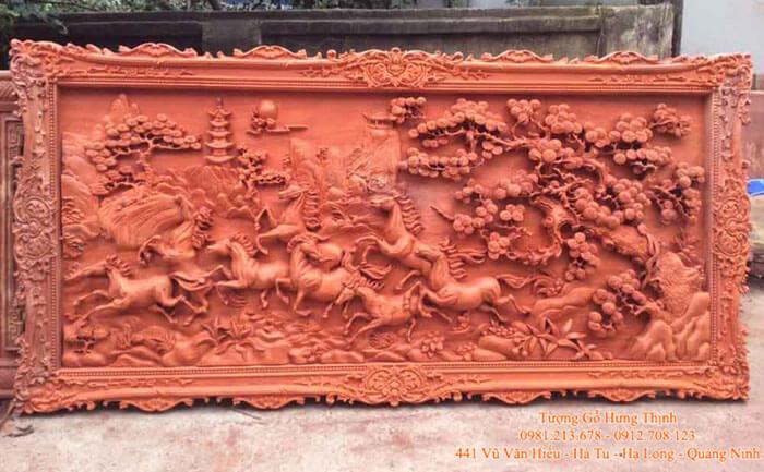 Mẫu tranh khắc gỗ đẹp Bát Mã Phong Thủy
