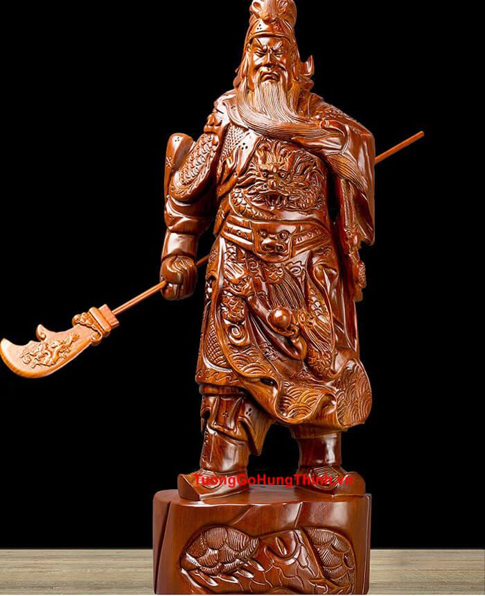 Tượng Quan Công gỗ cầm đao